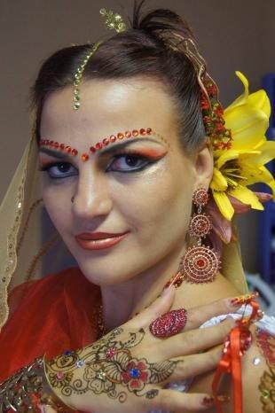 Восточный макияж для карих глаз, макияж индианки
