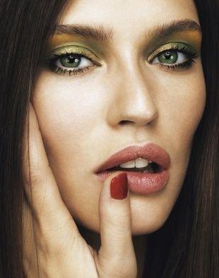 Макияж для тёмно зеленых глаз и тёмных волос, модный макияж для зеленых глаз