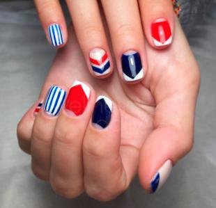 Рисунки на коротких ногтях, стильный геометрический маникюр