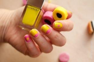 Модный маникюр, лунный маникюр в желто-розовой гамме