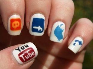 Молодёжные рисунки на ногтях, социальные кнопки на ногтях