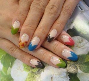 Дизайн ногтей шеллаком, цветной голливудский френч со стразами