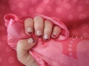 Розовый френч, черно-розовый полосатый френч на коротких ногтях