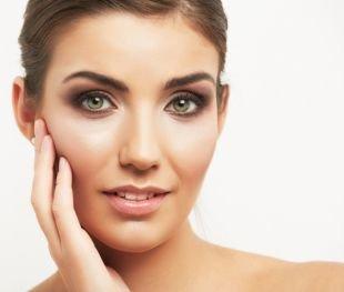 Легкий макияж для зеленых глаз, макияж на 1 сентября в коричневой гамме
