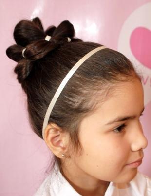 Цвет волос темный каштан, красивая детская прическа