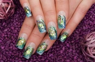 Витражный френч, дизайн нарощенных ногтей с блестками