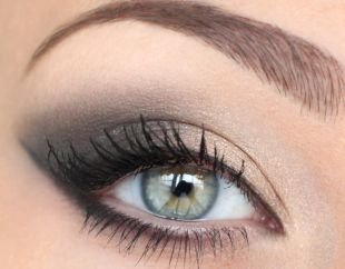 Свадебный макияж для блондинок, дневной дымчатый макияж зеленых глаз