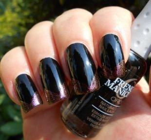 Геометрические рисунки на ногтях, бордово-черный угловой френч