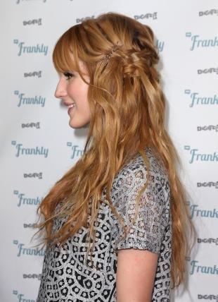 Золотистый цвет волос, красивая прическа в стиле бохо