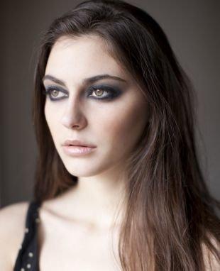 Макияж для тёмно зелёных глаз и тёмных волос, макияж для нависшего века с грифельными тенями