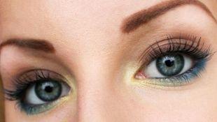 Вечерний макияж под синее платье, выразительный макияж для серых глаз