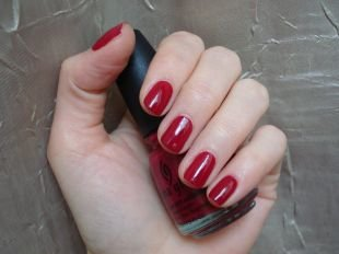 Маникюр на 9 мая, аккуратный красный маникюр на коротких ногтях