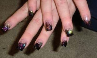 Дизайн нарощенных ногтей, экстравагантный черный френч с блестками и глиттером