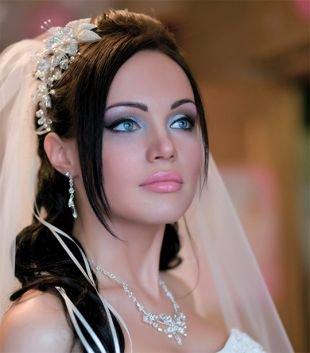 Макияж для брюнеток с голубыми глазами, бесподобный свадебный макияж
