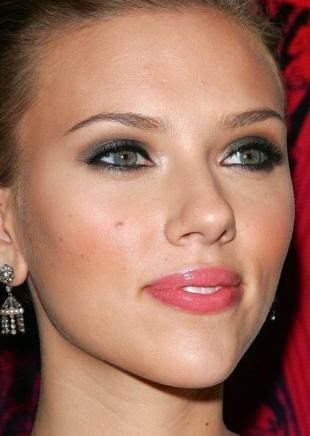 Темный макияж для шатенок, макияж для серых глаз с использованием серых перламутровых теней