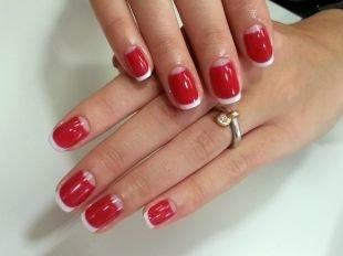 Дизайн коротких ногтей, красно-белый маникюр шеллак