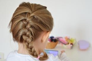 Цвет волос светлый орех, простая детская прическа