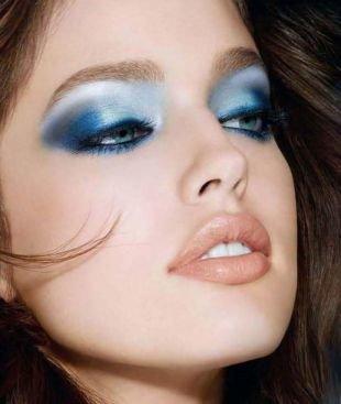 Авангардный макияж, макияж на выпускной для голубых глаз