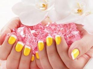 Маникюр шеллак, сочный желтый френч с белыми кончиками