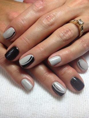 Черный дизайн ногтей, строгий маникюр с черным и серым лаком