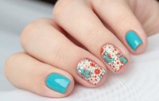 Дизайн ногтей слайдер, голубой маникюр с оригинальными наклейками