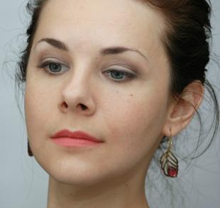 Макияж для близко посаженных глаз, легкий дневной макияж для серо-голубых глаз