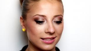 Макияж для круглых маленьких глаз, яркий повседневный макияж