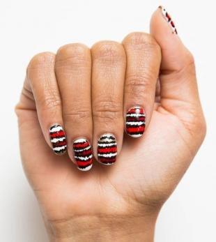 Рисунки на красных ногтях, модный маникюр с полосками