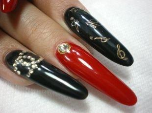 Маникюр акрилом, черно-красный маникюр с наклейками, стразами и камнями