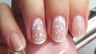 Белый френч с рисунком, классический френч на короткие ногти с бантиками и белым горошком