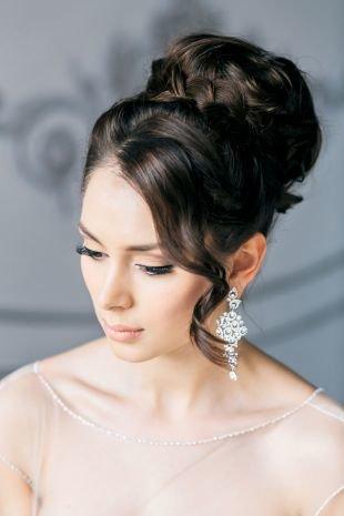 """Свадебные прически на длинные волосы, прическа """"бабетта"""" с плетением"""