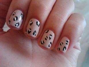 Рисунки на ногтях своими руками, пятнистый бежевый маникюр на коротких ногтях