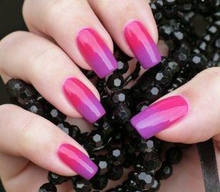 Маникюр разными лаками, градиентный красно-фиолетовый маникюр