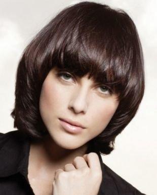 Кофейный цвет волос, стрижка паж на средние волосы
