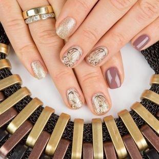 Ажурные рисунки на ногтях, праздничный маникюр на короткие ногти
