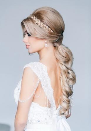 Песочный цвет волос, прическа на венчание для длинных волос