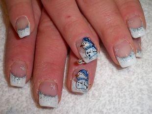 Дизайн ногтей с блестками, новогодний френч со снеговиком и снежинками