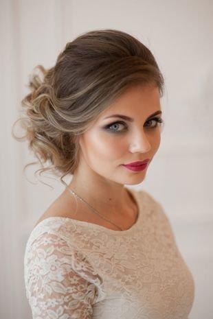 Холодно коричневый цвет волос, свадебная прическа с подобранными локонами
