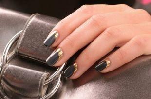Дизайн ногтей с фольгой, черный лунный маникюр с использованием золотой фольги