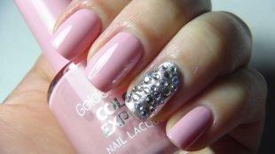 Пастельный маникюр, серебристо-розовый маникюр с камнями