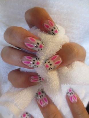 Рисунки белым лаком на ногтях, маникюр с пасхальными кроликами
