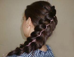 Праздничные прически, прическа с плетением - ажурная коса с лентой