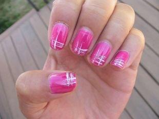 Лёгкий маникюр на коротких ногтях, стильный розовый маникюр с белым рисунком