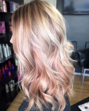 Прическа каскад, омбре на светлые волосы