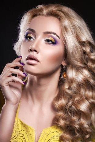 Макияж под фиолетовое платье, макияж для серых глаз с желтыми и фиолетовыми тенями
