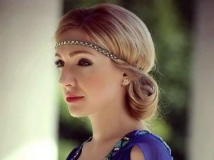 Модные женские прически, элегантная греческая прическа на средние волосы