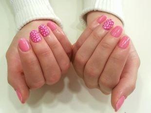 Простой дизайн ногтей, маникюр шеллак в горошек