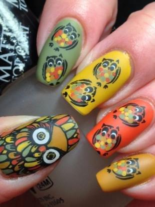 Рисунки совы на ногтях, разноцветный маникюр с совами