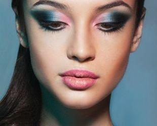 """Авангардный макияж, яркий """"кошачий"""" макияж для карих глаз"""