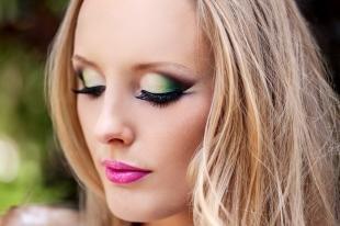 Яркий макияж для зеленых глаз, фантазийный макияж для блондинок